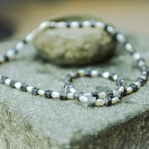Edelstein- und Perlenhalsketten